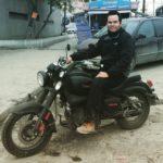 Carlos Fontes y su motocicleta